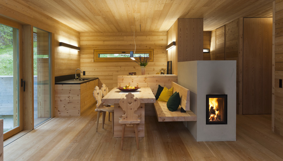 Tyrol-alpine-lodge-dining-area
