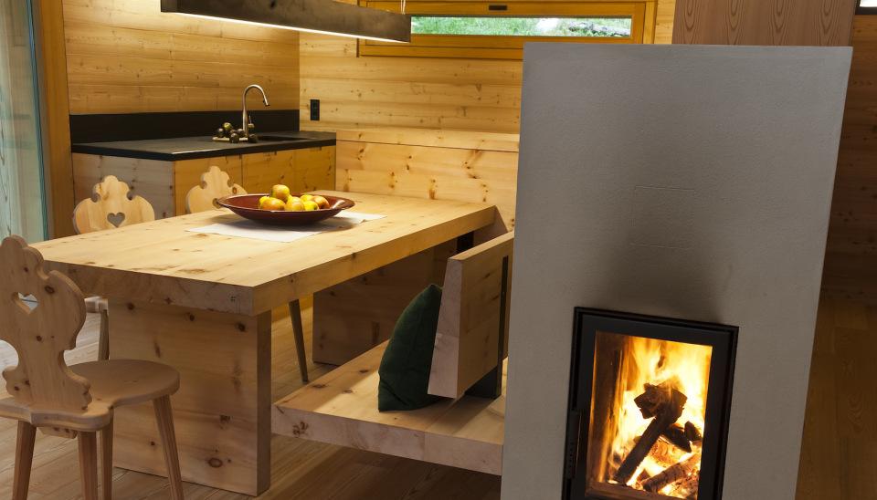 Tyrol-alpine-lodge-dining-table