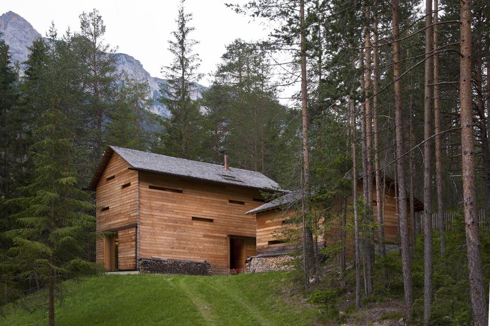 Tyrol-alpine-lodge-exterior-view-closeup