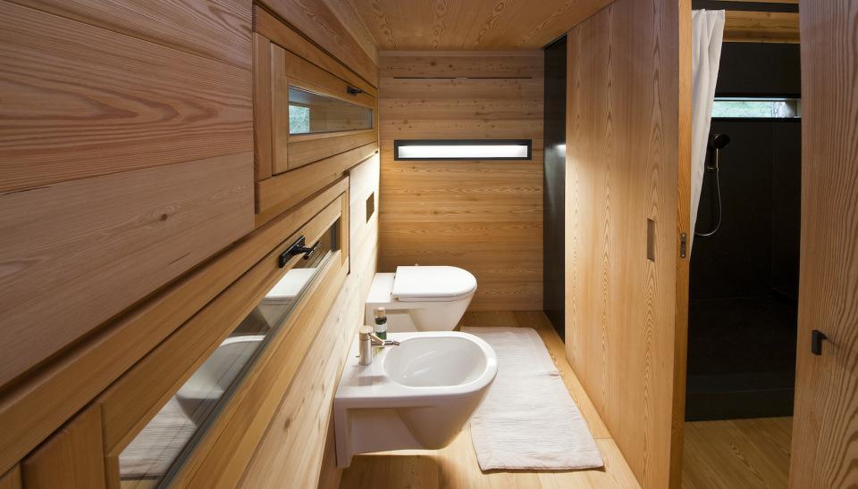 Tyrol-alpine-lodge-toilet-nook