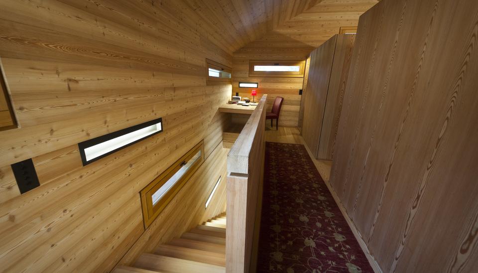 Tyrol-alpine-lodge-upstairs-hallway