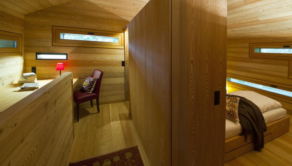 Tyrol-alpine-lodge-workspace-nook