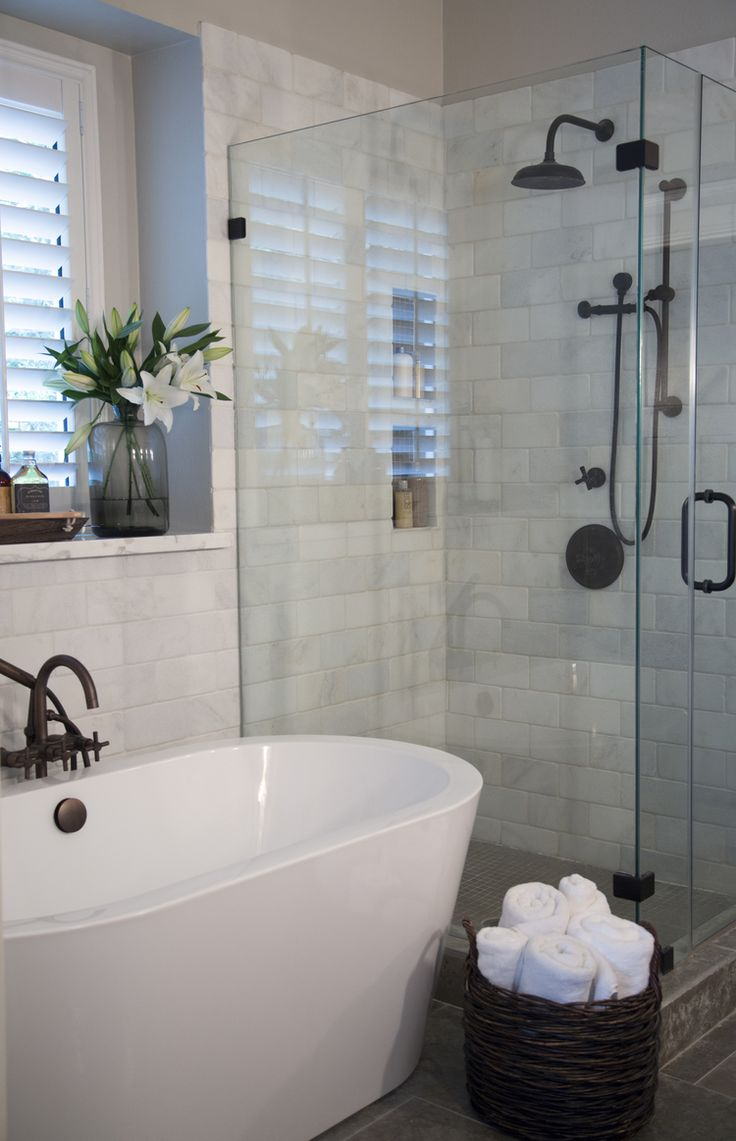 Build In Bathroom Design : Freestanding or built in tub which is right for you