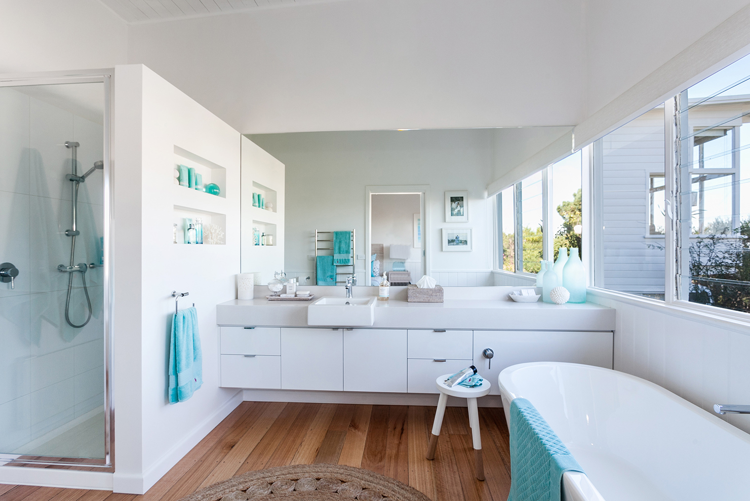 Serene beach house taken over by coastal beauty for Bathroom images for home