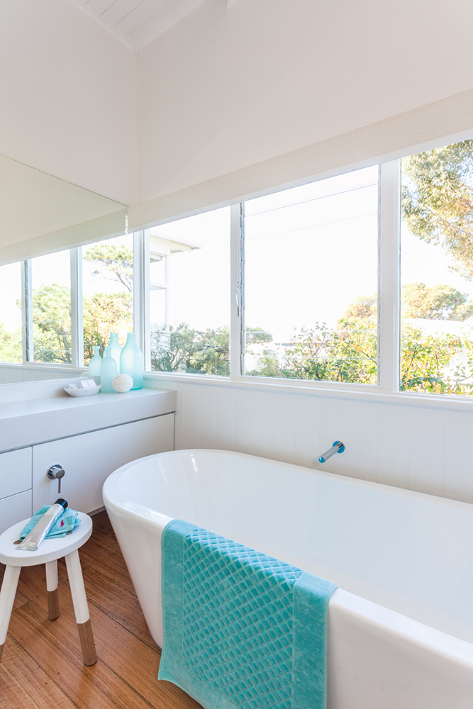 beach-house-bathroom-tub