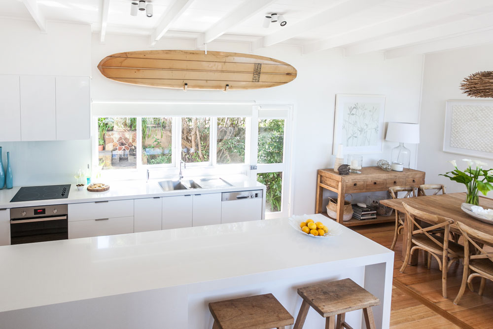 beach-house-kitchen-dining-nook