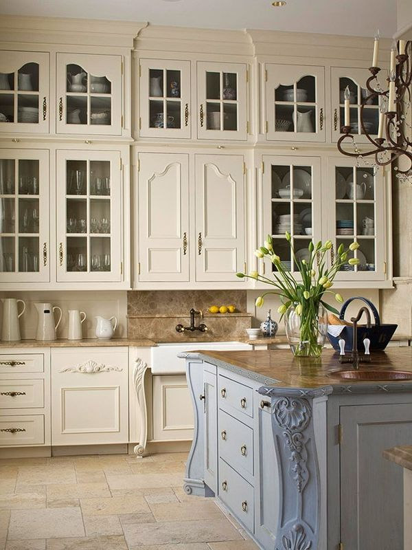 20 ways to create a french country kitchen for Parisian style kitchen ideas