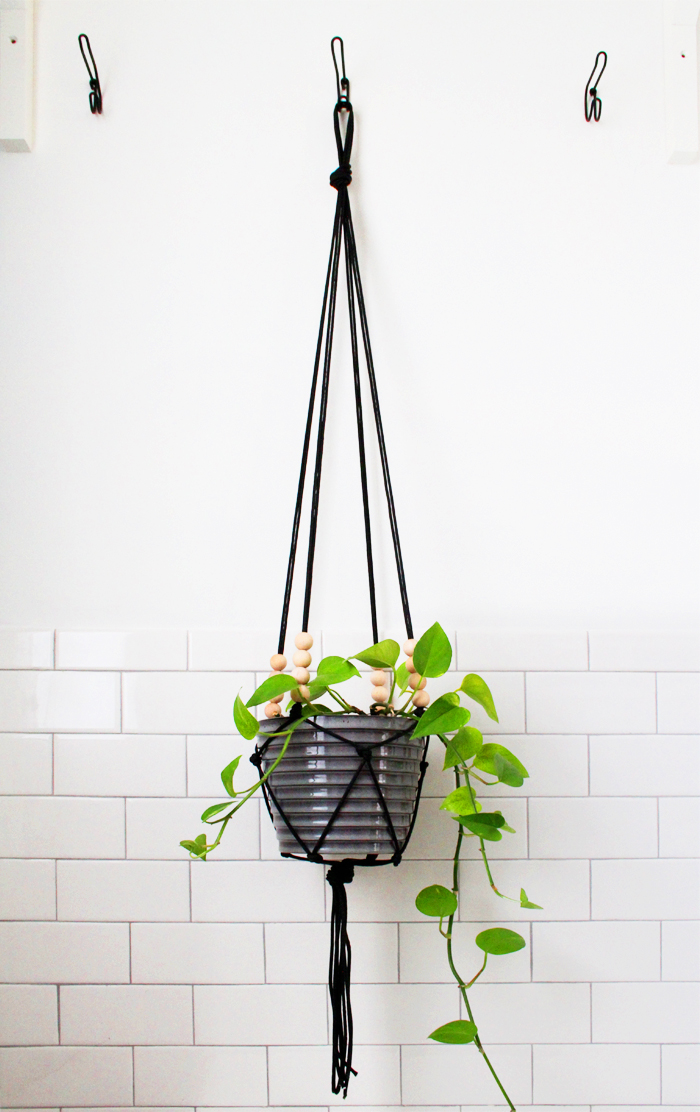 diy macrame hanging planter diy macrame plant hangers to craft in your spare time 9584