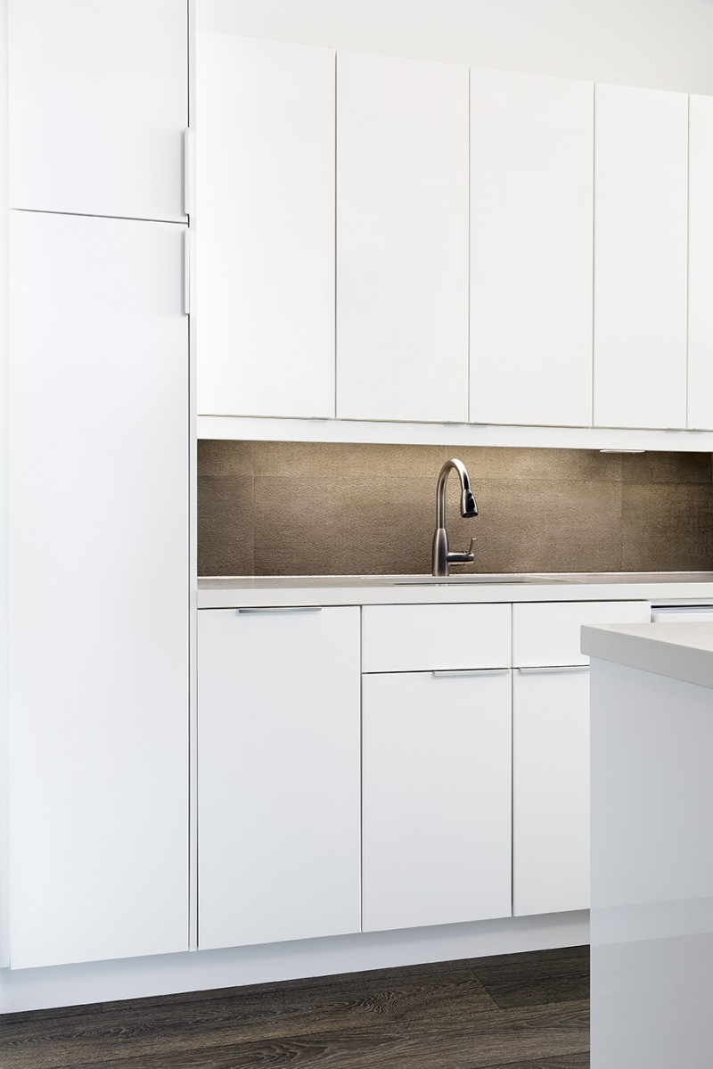 renovated-toronto-loft-kitchen-cabinets-and-backsplash