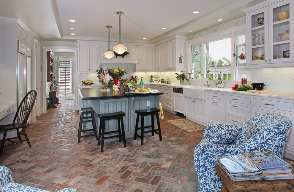 Brick floor tiles in chevron for kitchen floor