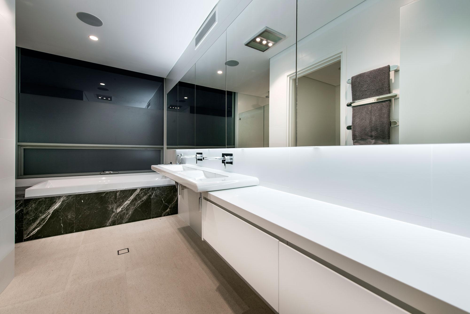 City-Beach-residence-bathroom2