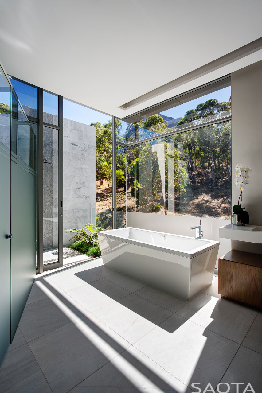 Clifton-family-home-master-bathroom