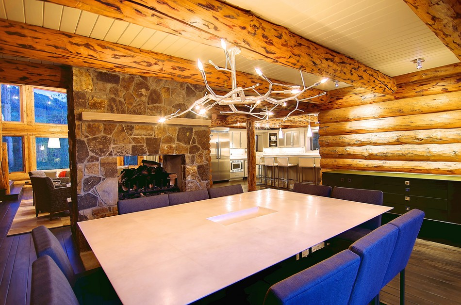 Colorado-log-cabin-dining-area