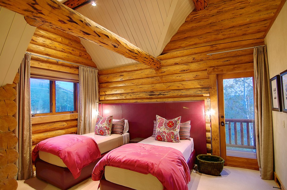 Colorado Log Cabin Teen Bedroom