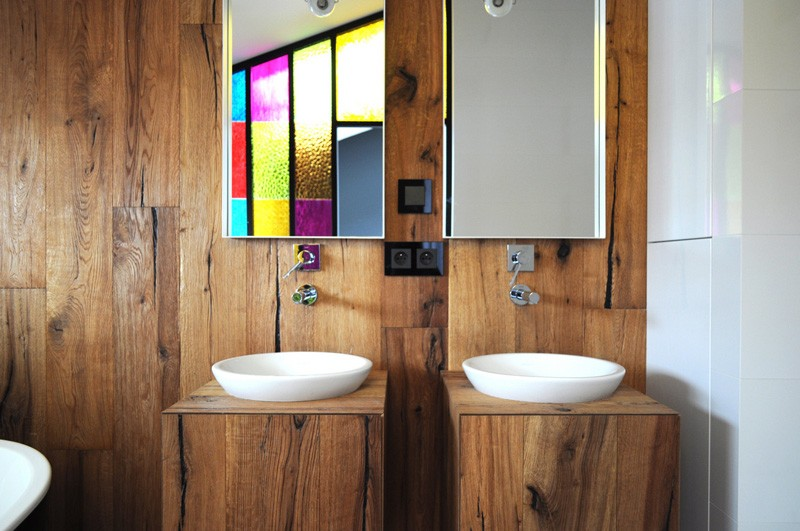 Colorful-apartment-in-Poland-en-suite-bathroom
