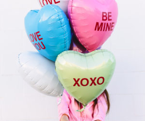 10 DIY Conversation Hearts Decorations