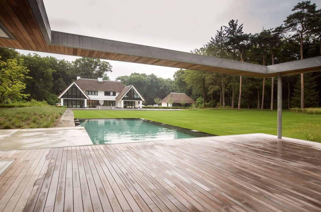 Huizen-modern-country-home-pool
