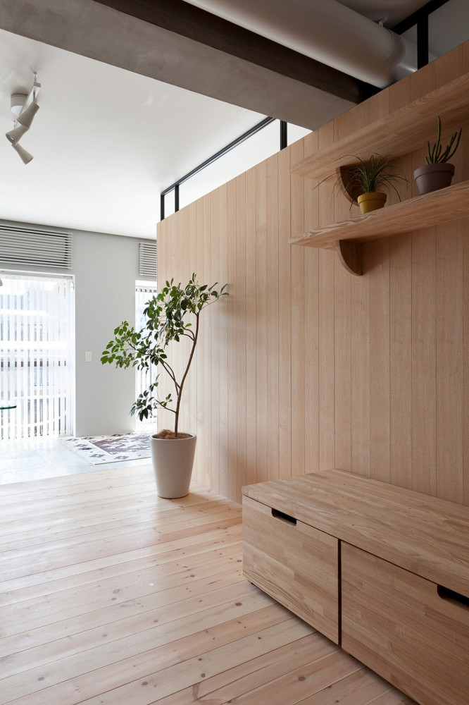 Yokohama-apartment-wood-wall-partition