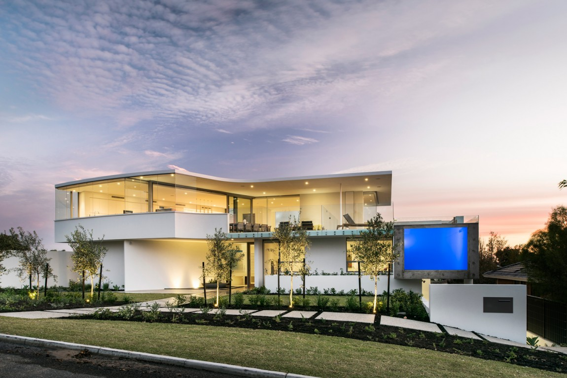Australian Residence Merges Exquisite Design and Breathtaking Views