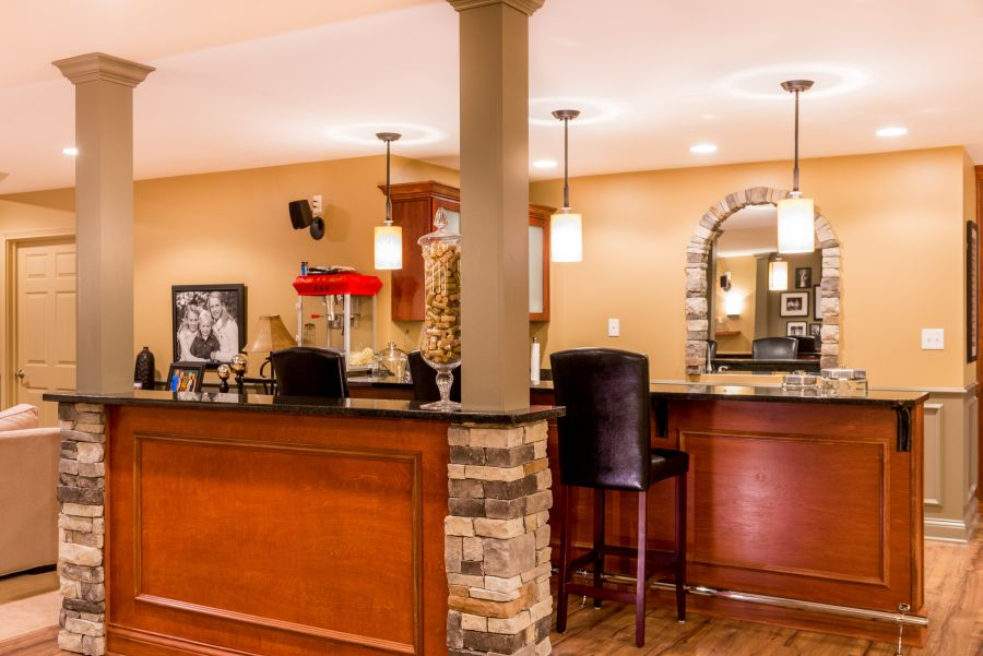 Spice up your basement bar 17 ideas for a beautiful bar space for Cost to build a bar in basement