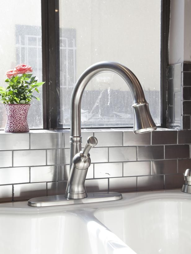 The Pros And Cons Of Stainless Steel Backsplashes