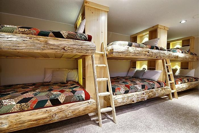 20 cool bunk beds that offer us the gift of style for Log cabin style bunk beds