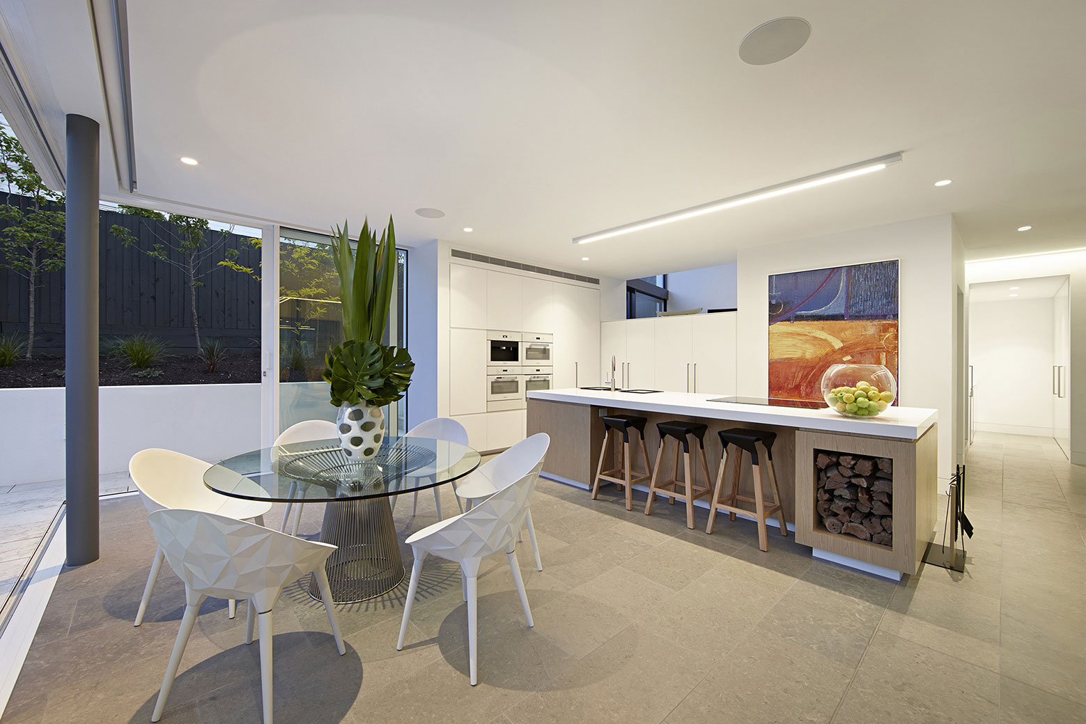 Boandyne-House-dining-area-and-kitchen