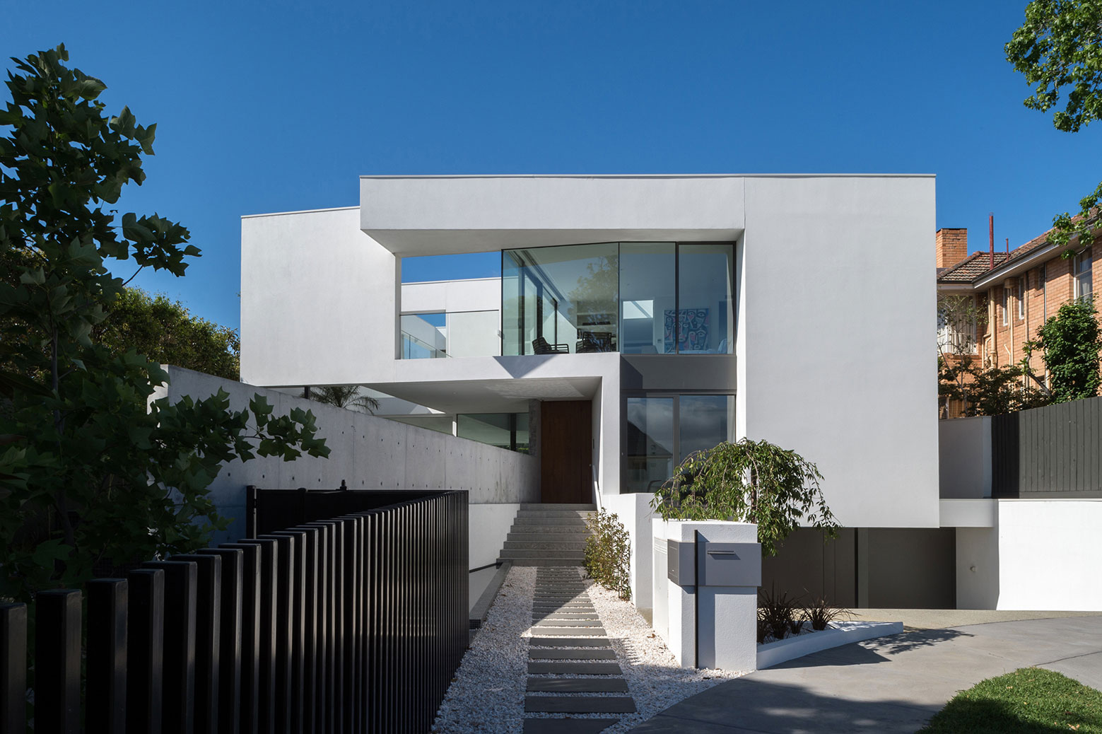 Boandyne-House-entry-walkway