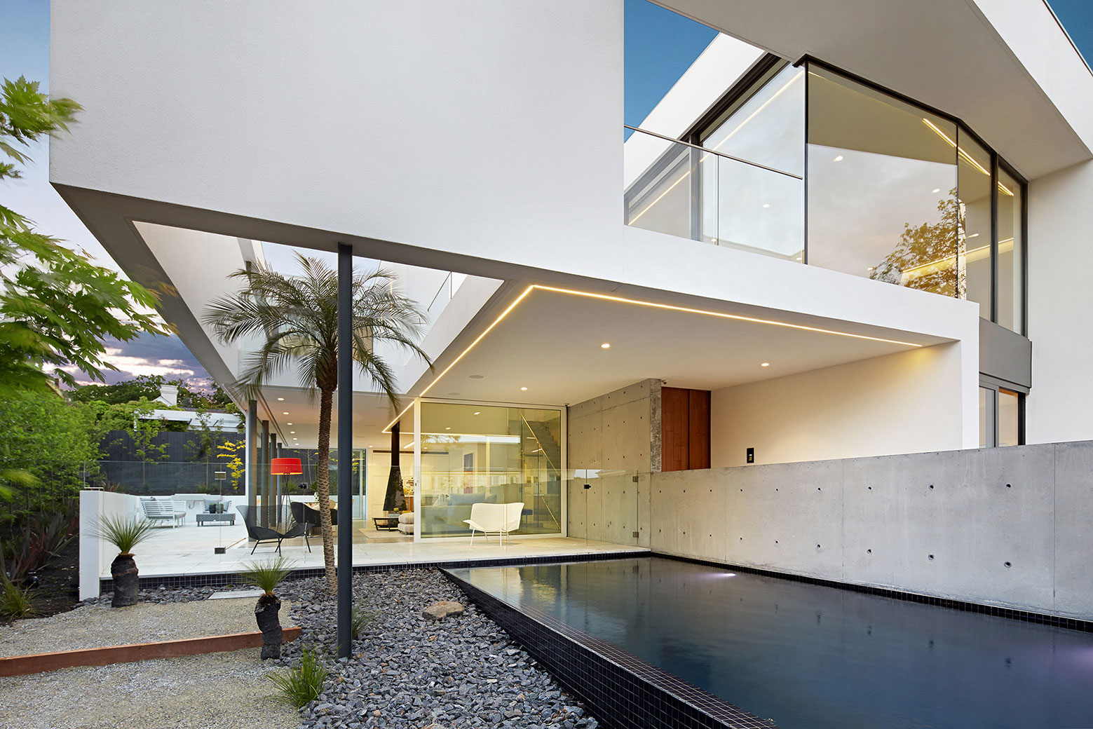 Boandyne-House-pool-LED-strips