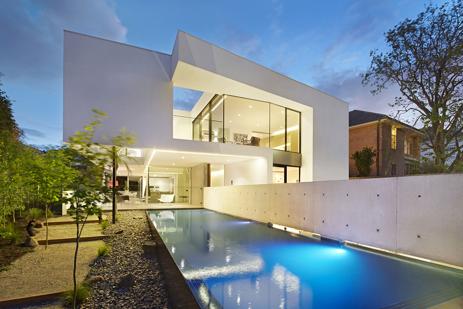 Boandyne-House-pool-night-view