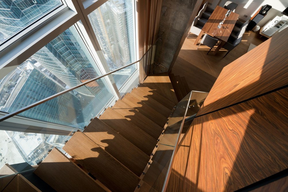 Moscow-penthouse-apartment-staircase-views