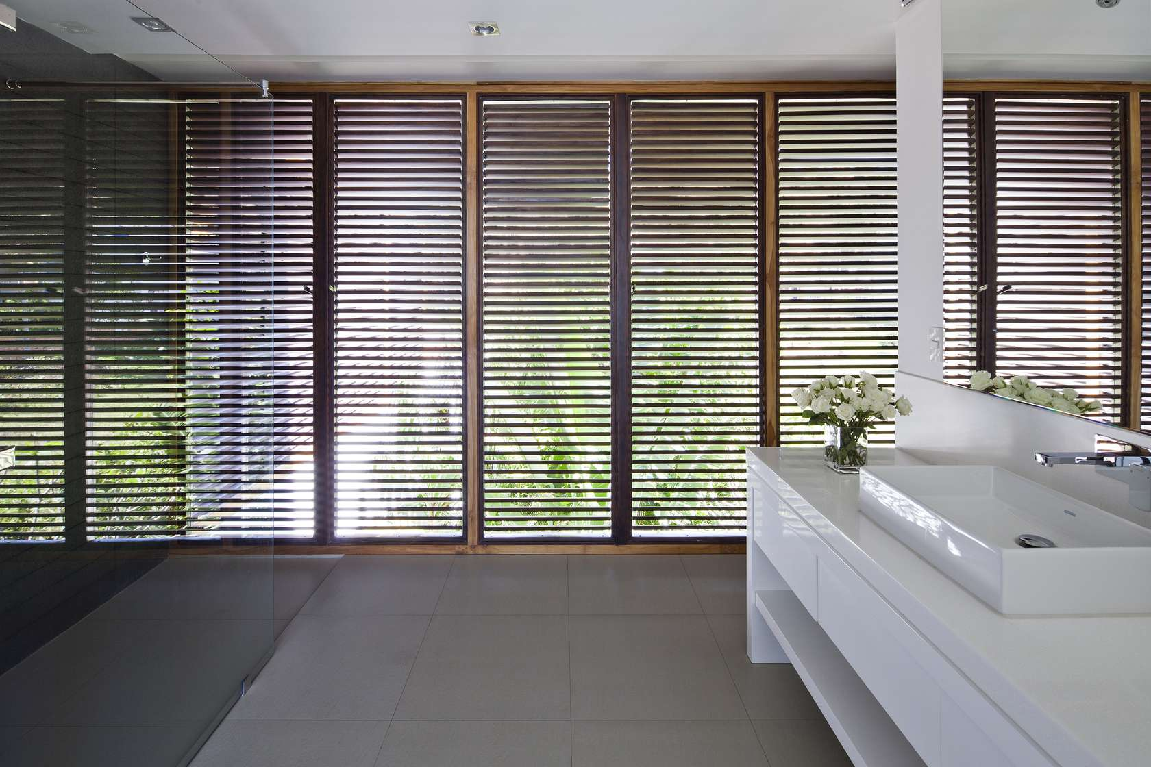 Oceanique-Villas-Vietnam-bathroom-shutters