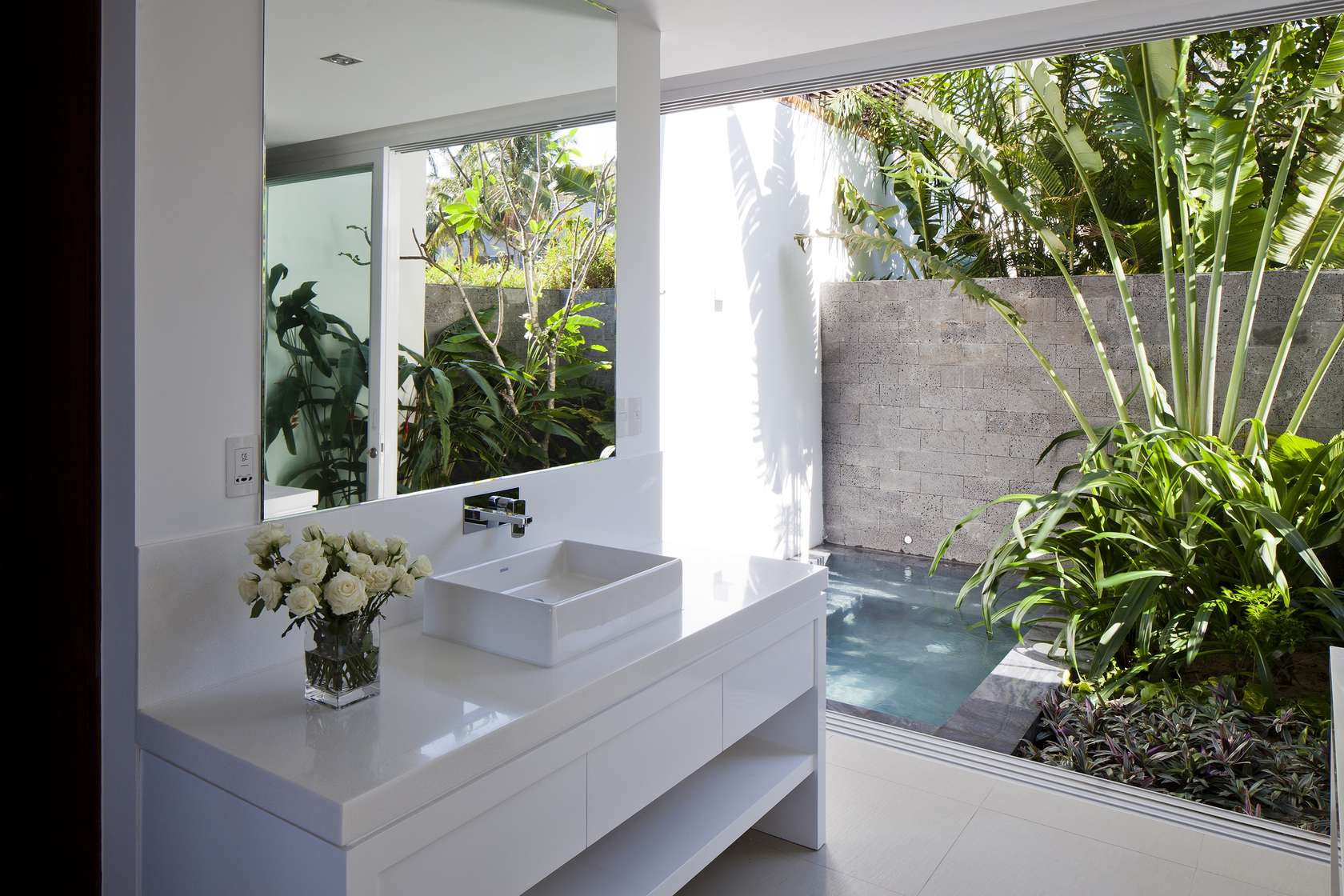 Oceanique-Villas-Vietnam-bathroom-vegetation