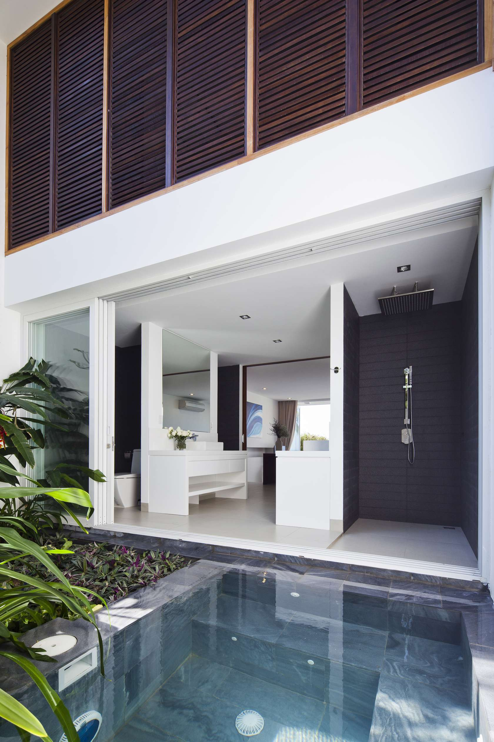Oceanique-Villas-Vietnam-outdoor-shower