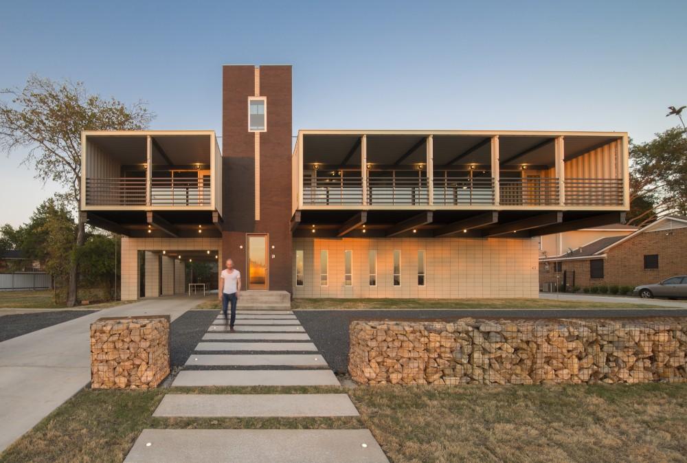 PV14-House-walkway