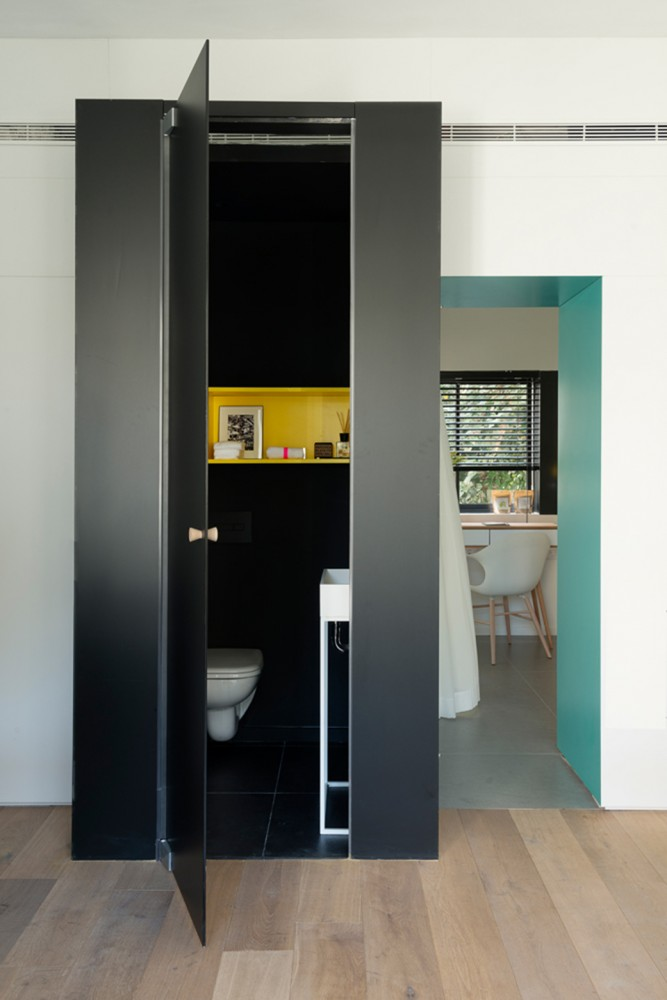 Tel-Aviv-apartment-black-cube-interior