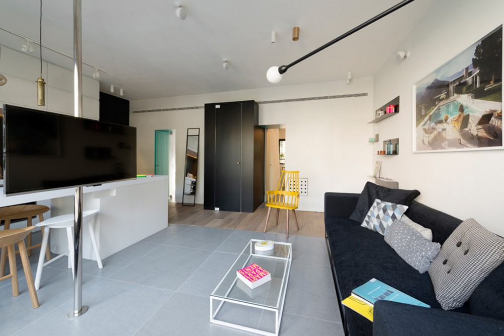 Tel-Aviv-apartment-living-black-sofa