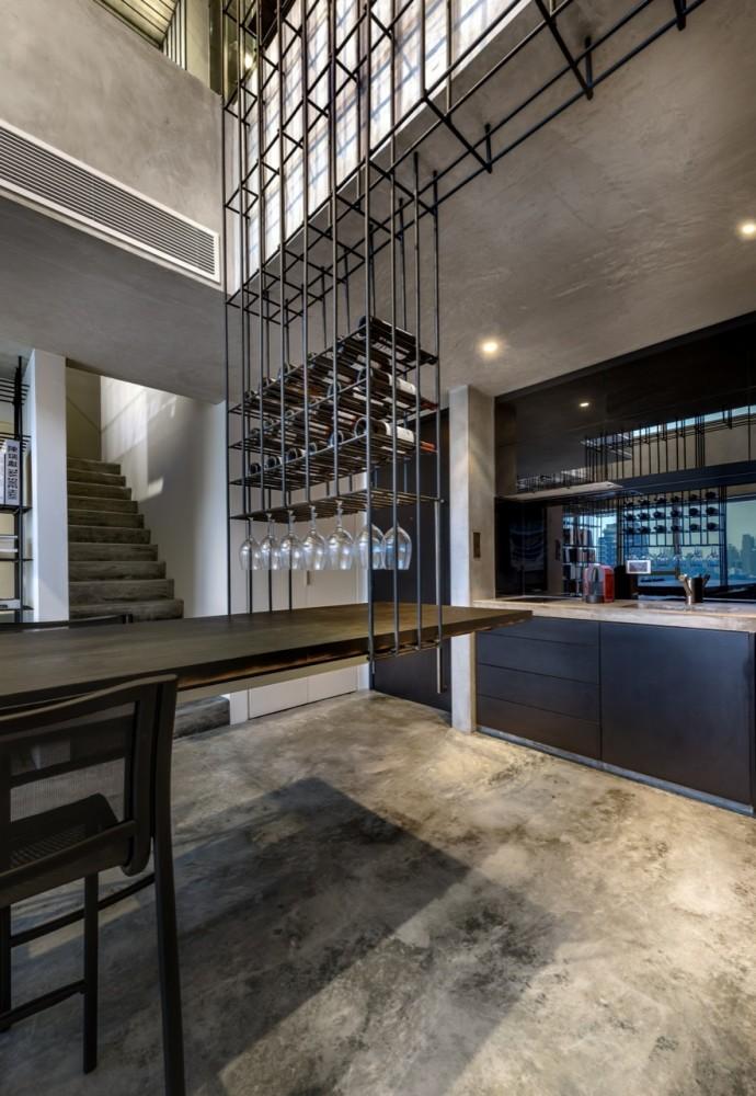Woon-Tai-Ho-loft-dining-tabel-wine-rack