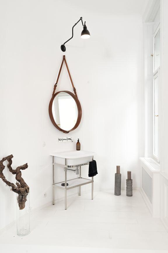 art-nouveau-ap-bedroom-round-mirror