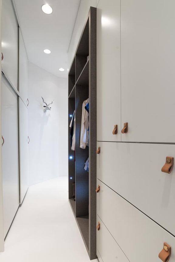 art-nouveau-ap-hallway-closet