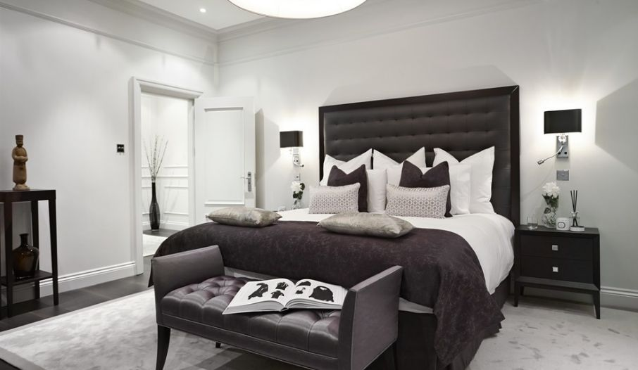 35 timeless black and white bedrooms that know how to for Best type of paint for bedroom