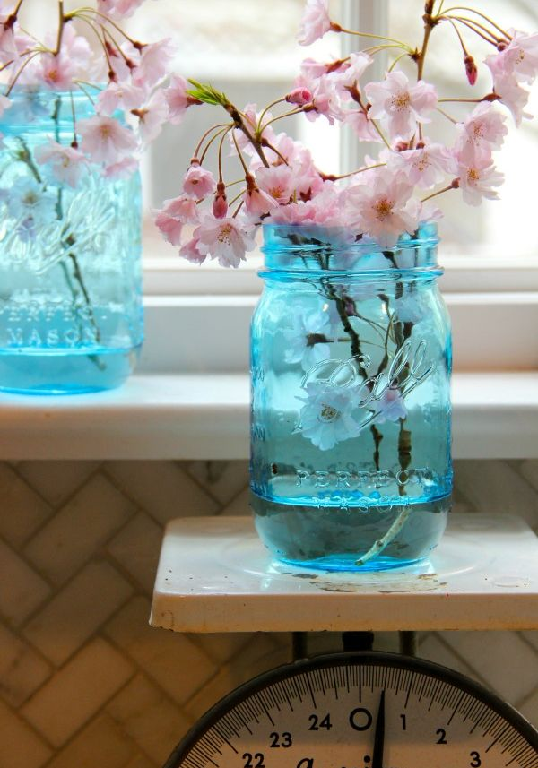 Simple Ways To Decorate With Blue-Tinted Mason Jars