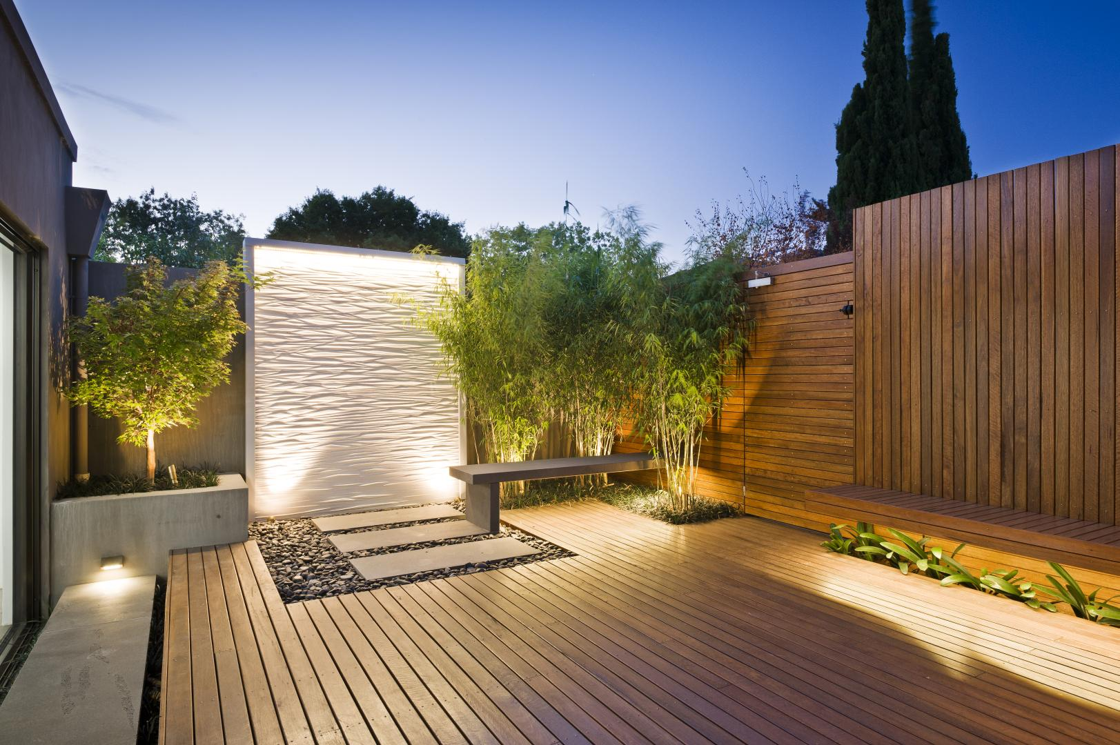 Deck lighting ideas that bring out the beauty of the space for Peinture metal exterieur