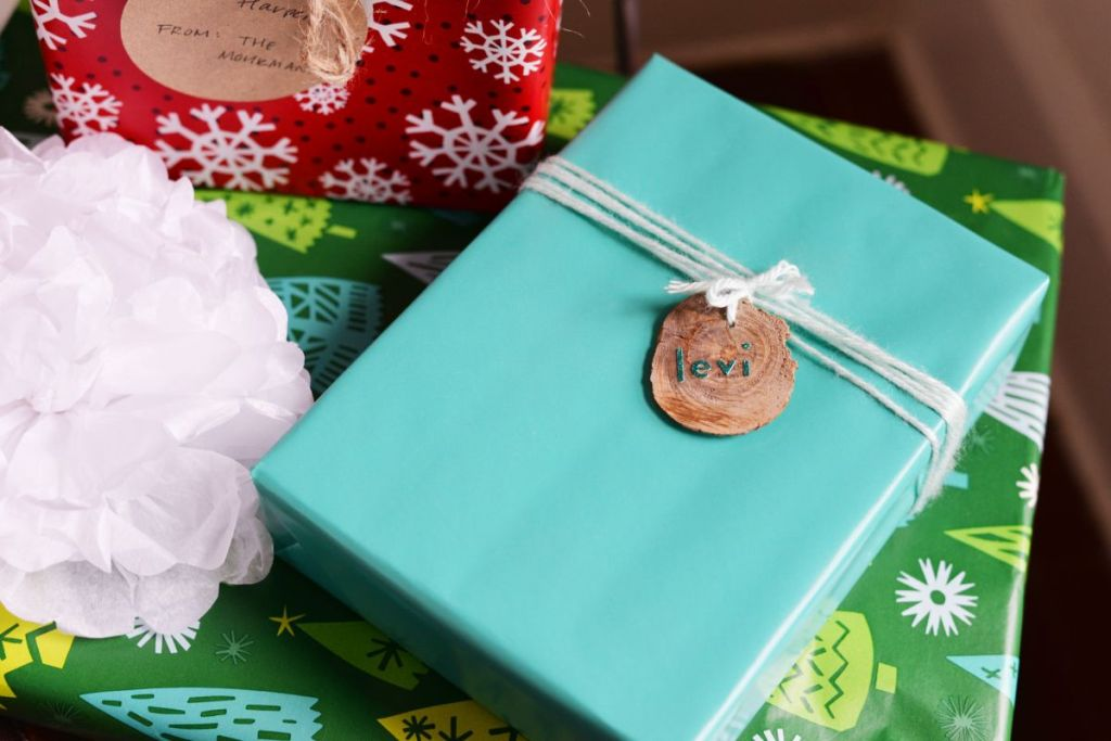 20 alternative gift wrapping ideas that entice your creativity view in gallery solutioingenieria Image collections