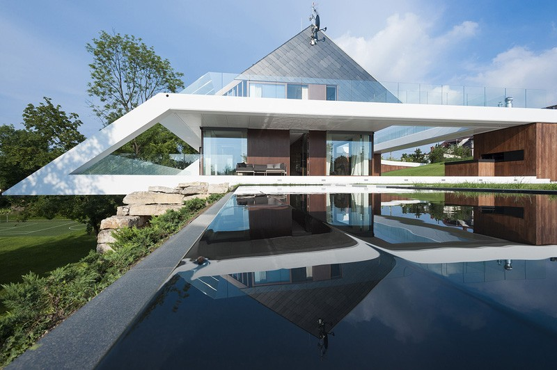 edge-house-krakow-front-view-with-pool