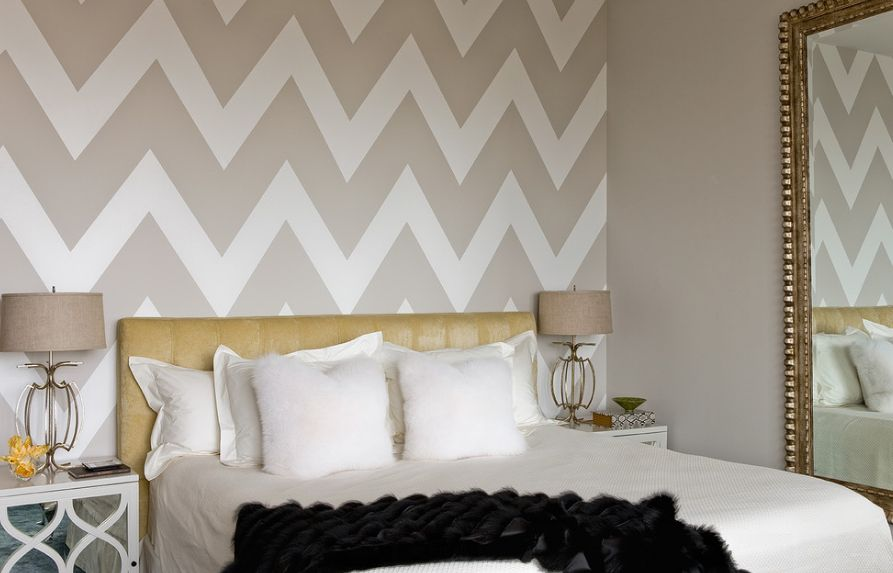 chevron bedroom decor how to wallpaper a space using a chevron pattern 11075