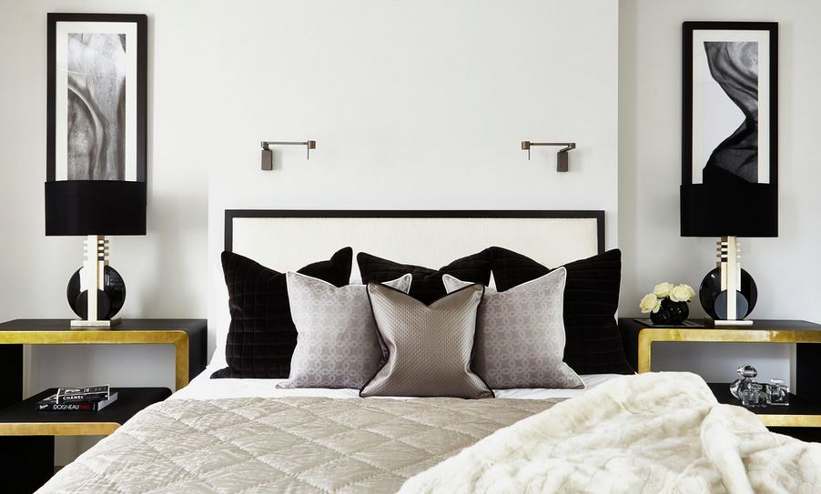 35 timeless black and white bedrooms that know how to stand out. Black Bedroom Furniture Sets. Home Design Ideas