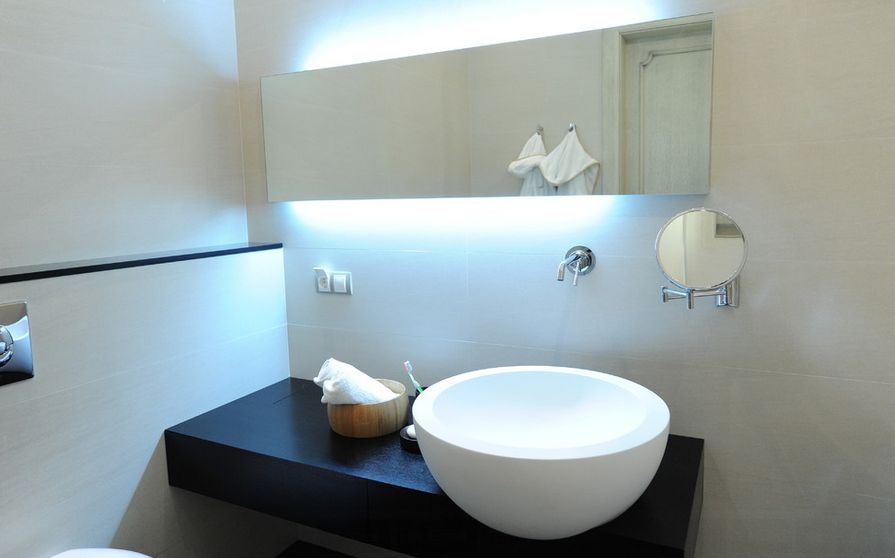 how to pick a modern bathroom mirror with lights - Modern Bathroom Mirrors