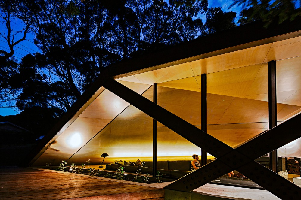 modern-cabin-extension-australia-night-view
