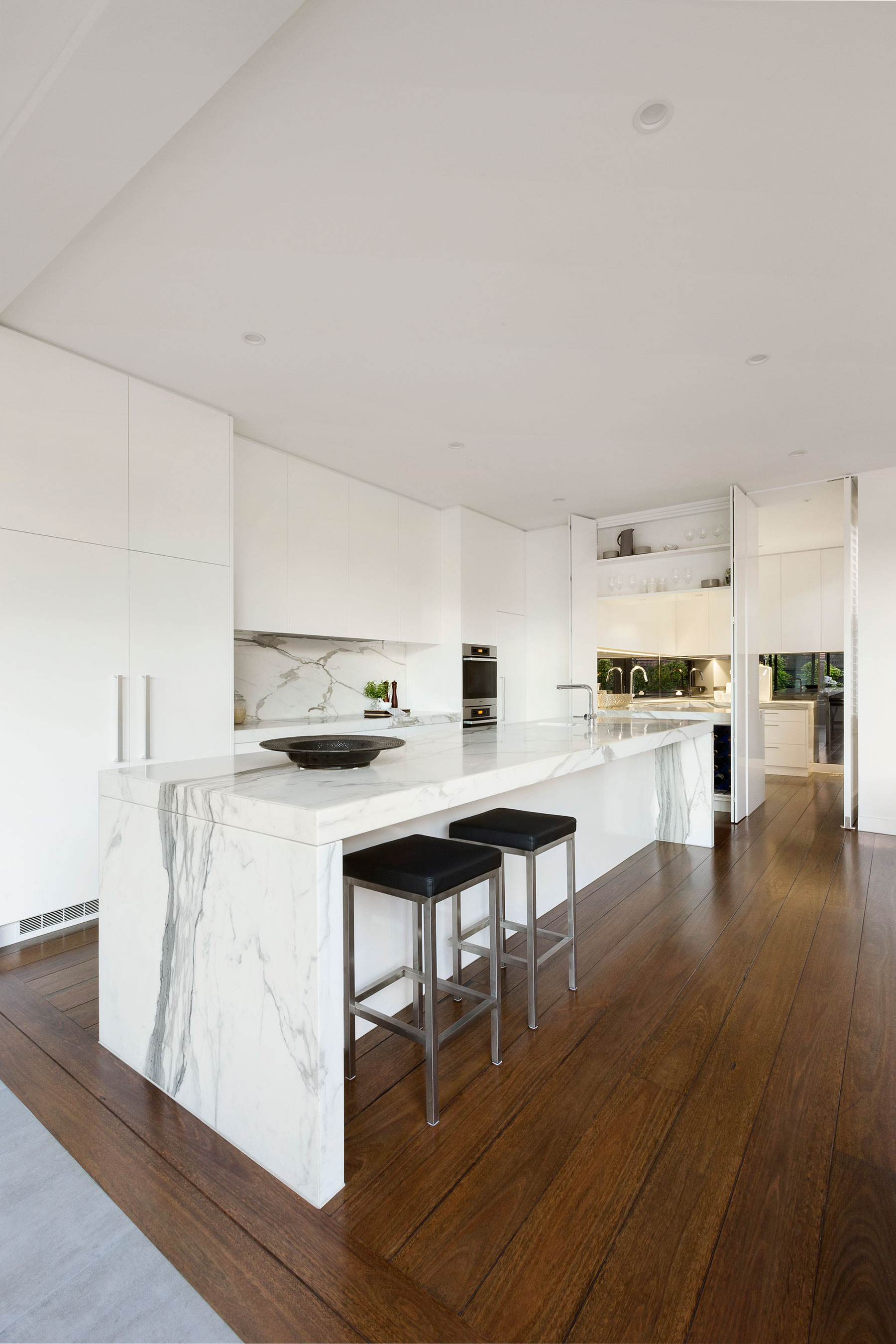 Curva-House-kitchen-island2